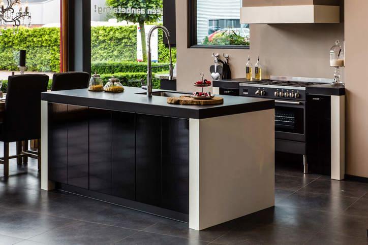 Hoogglans keuken chique modern hip bekijk voorbeelden db keukens - Keuken witte lak ...