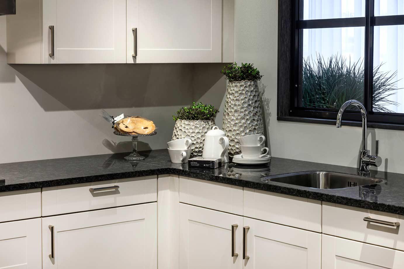 Keuken Hoogglans Wit Met Hout : Witte Keuken Met Houten Werkblad: Witte keuken zwarte of een gekleurde