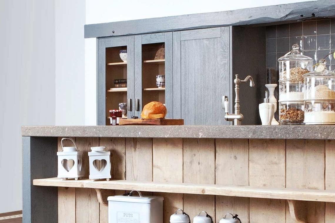 Blauwe keukens zorgen voor sfeer en warmte in alle stijlen db keukens - Keuken grijs en blauw ...