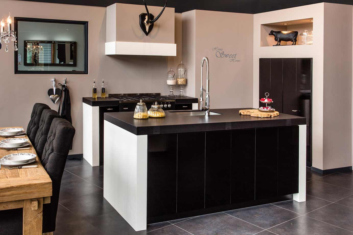 Zwarte Keuken Met Hout : Zwarte keukens. Bekijk vele voorbeelden en laat u inspireren. – DB