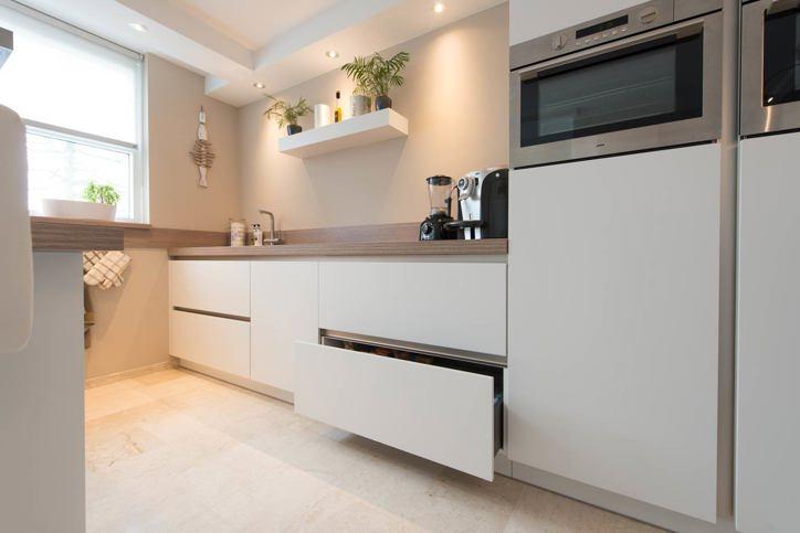 Keukenrenovatie in heel nederland met eigen monteurs db for Keukenkast ontwerpen