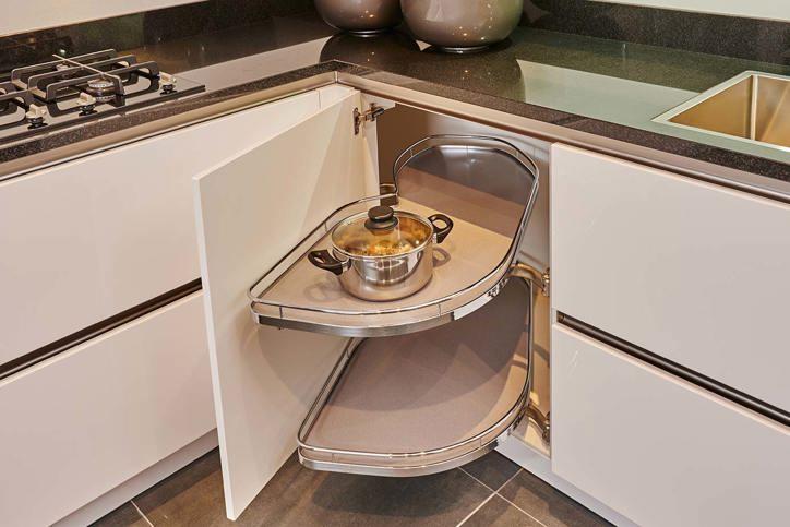 U keukens veel opbergen leuk met extra bar db keukens - Luminai re voor de keuken bar ...