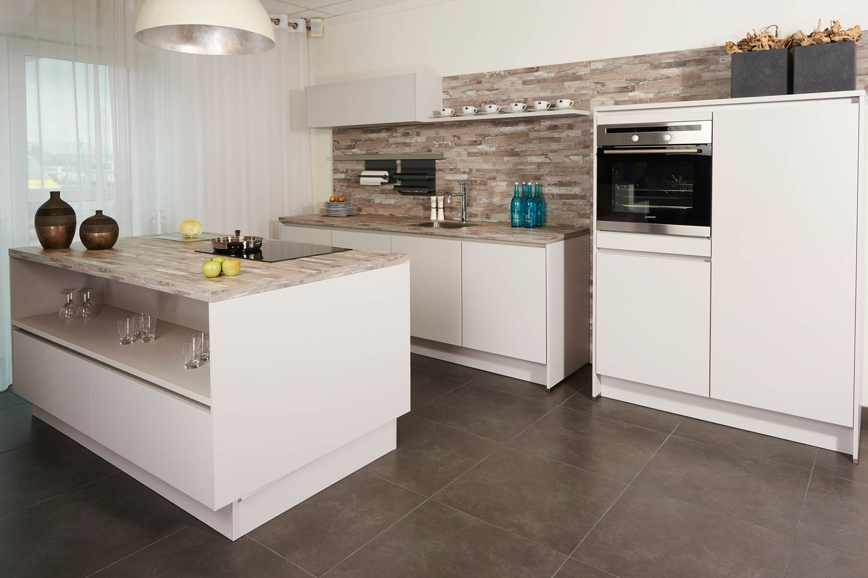 Keukenverlichting Zonder Bovenkasten : Meer licht. Meer licht en ruimte in de keuken? Lees tips! – DB Keukens