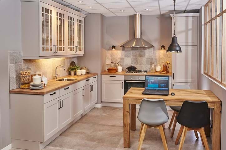 Wandtegels keuken landelijke stijl: keuken met prachtige schouw
