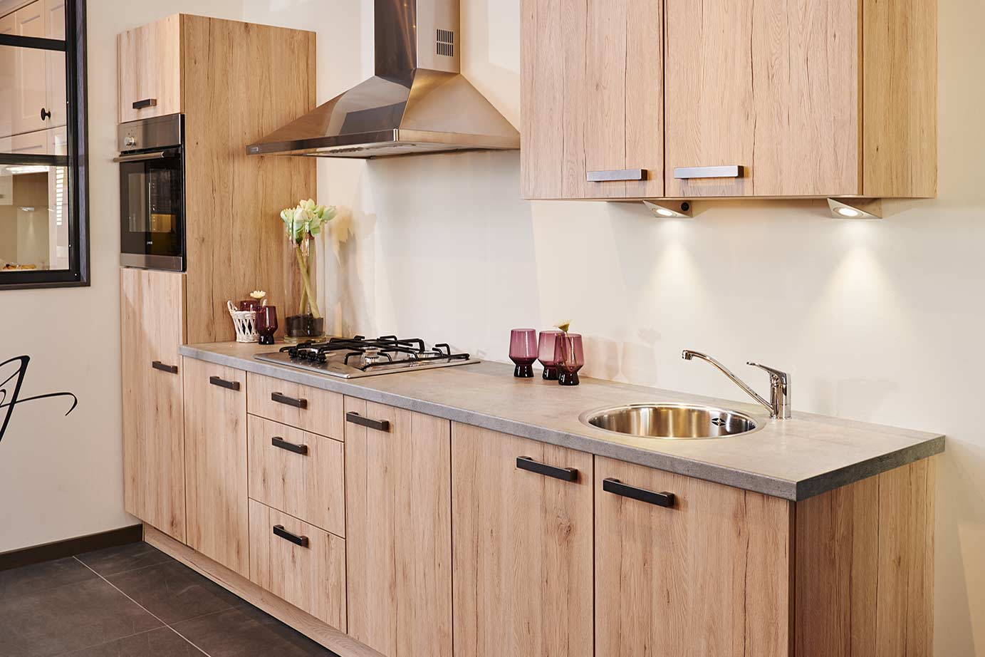 Witte keuken met houten werkblad moderne keukens de mooiste chalet design photos de la d co - D co keuken ...