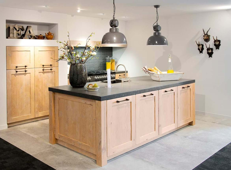 Houten Keukens Aanbieding : Prachtige houten keuken met spoeleiland! db keukens
