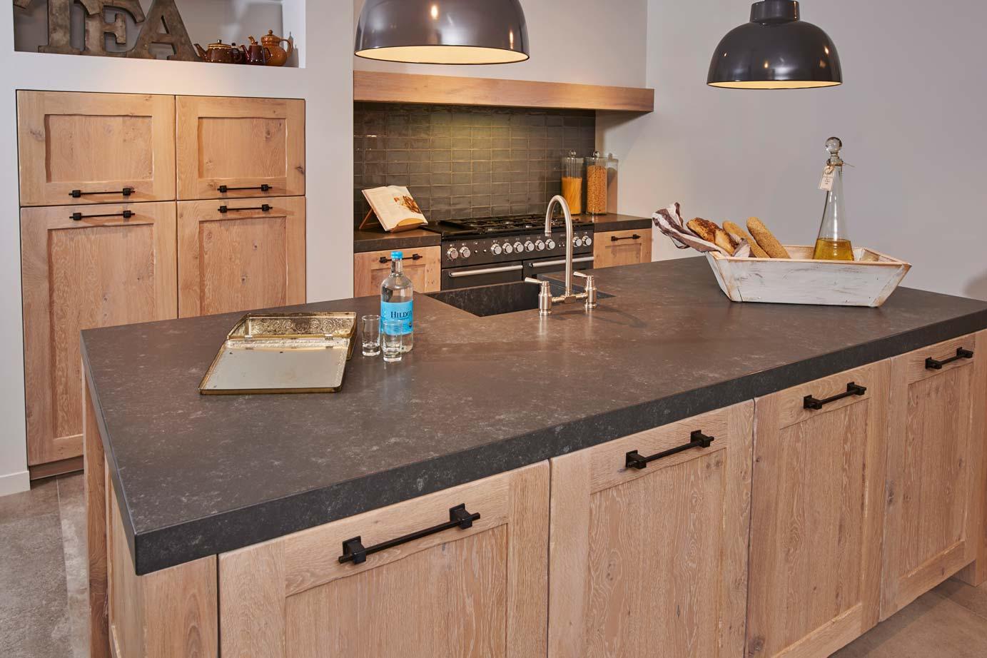 Houten Keuken Industrieel : Prachtige houten keuken met spoeleiland! DB Keukens