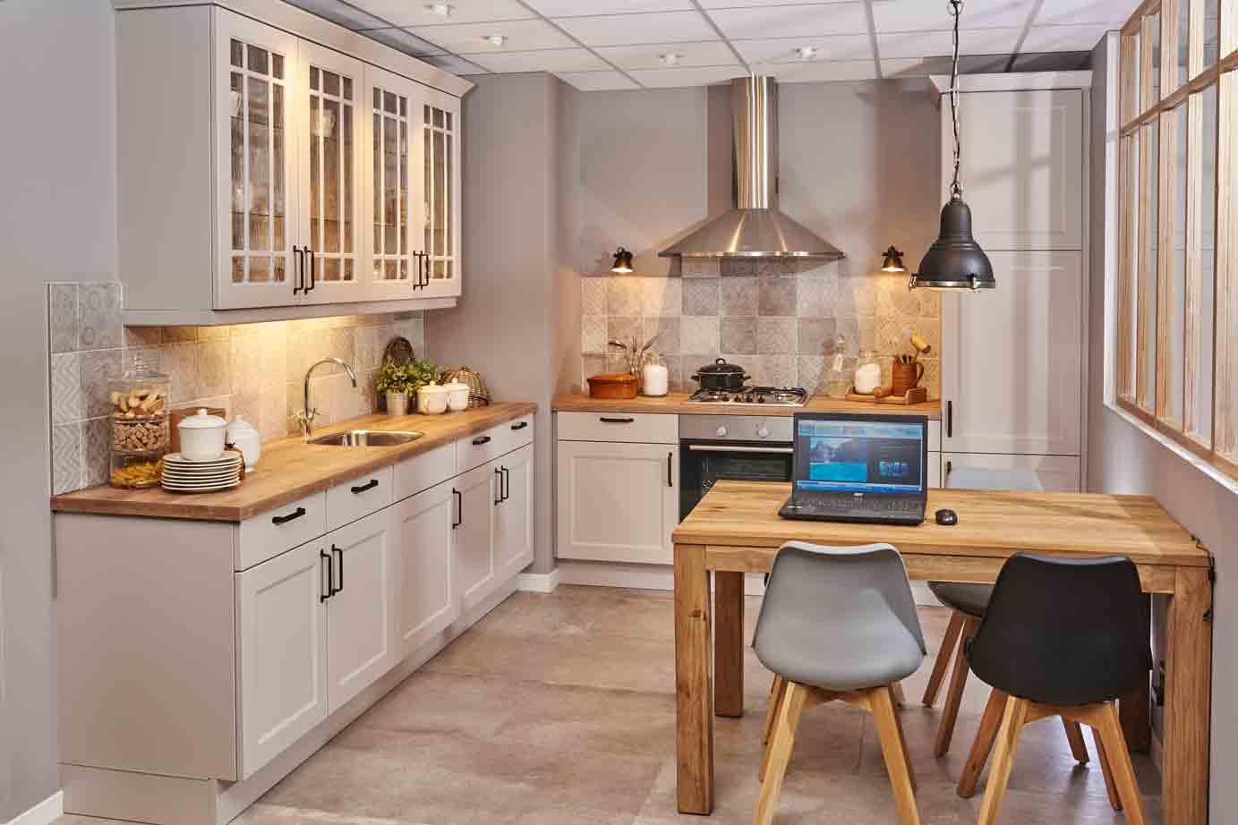 Landelijke Keuken Met Vitrinekastjes Db Keukens