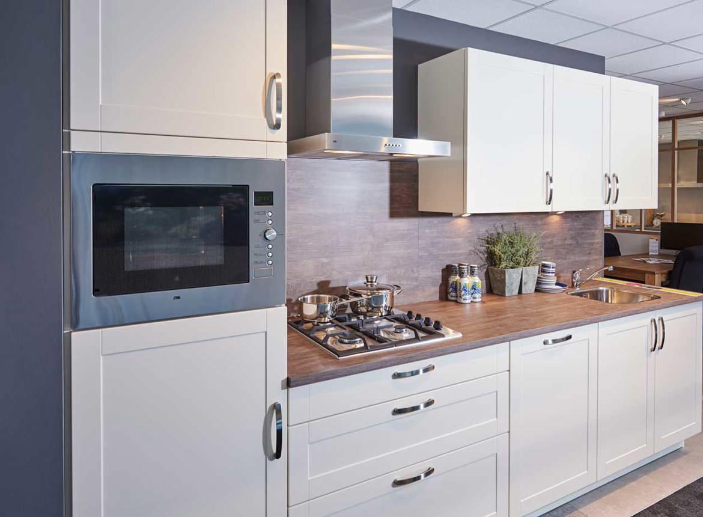 tijdloze keuken klein en goedkoop met etna apparatuur