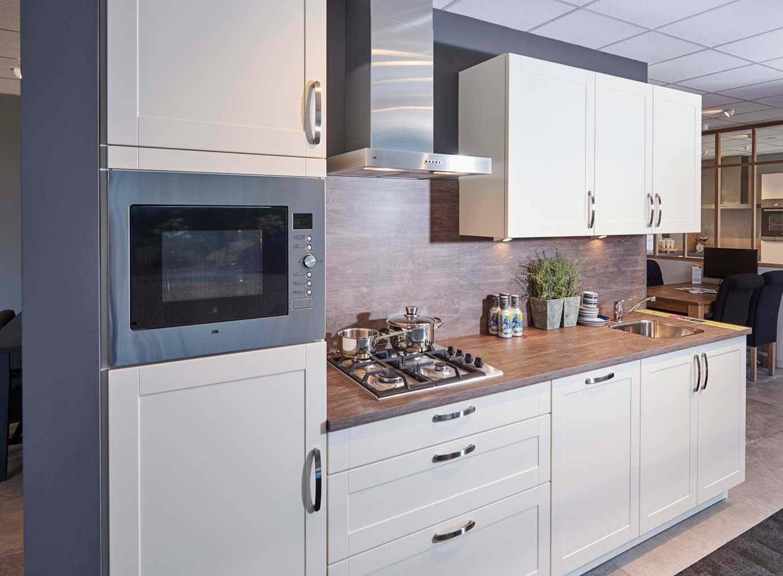 Tijdloze keuken klein en goedkoop met etna apparatuur db keukens - Kleine centrale eiland goedkoop keuken ...