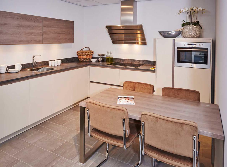 Inspiratie Smalle Keuken : Smalle keuken inspiratie. Inspiratie smalle ...