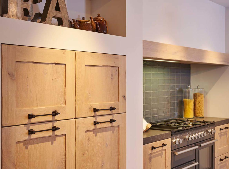 Houten keuken met spoeleiland   db keukens