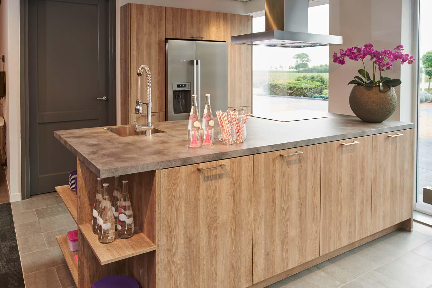 Strakke eiken keuken handgemaakte keukens startpagina voor keuken ideen uw xnovinky landelijke - Eigentijdse keuken grijs ...
