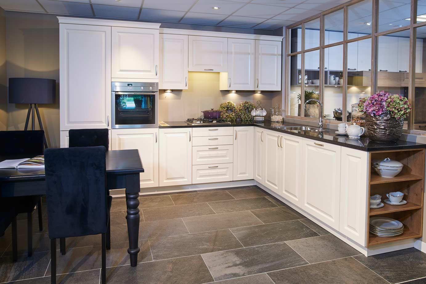 Klassieke keuken met compleet set neff apparatuur db keukens