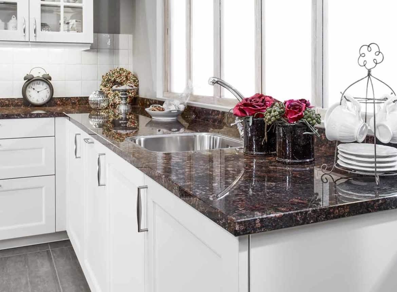 Klassieke keuken db keukens - Keuken met granieten werkblad ...