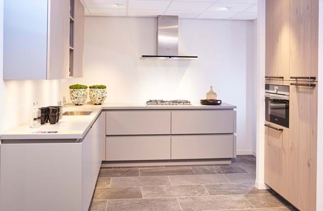 Greeploze keuken in hoekopstelling