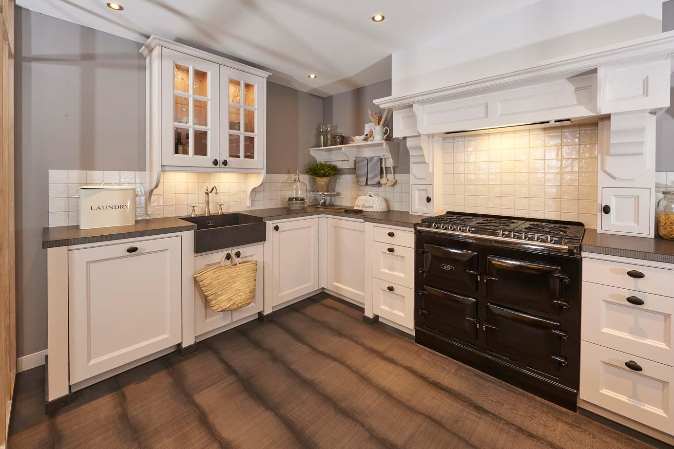Fornuis Keuken Landelijk : Luxe landelijke keuken op maat gemaakt met aga fornuis db keukens
