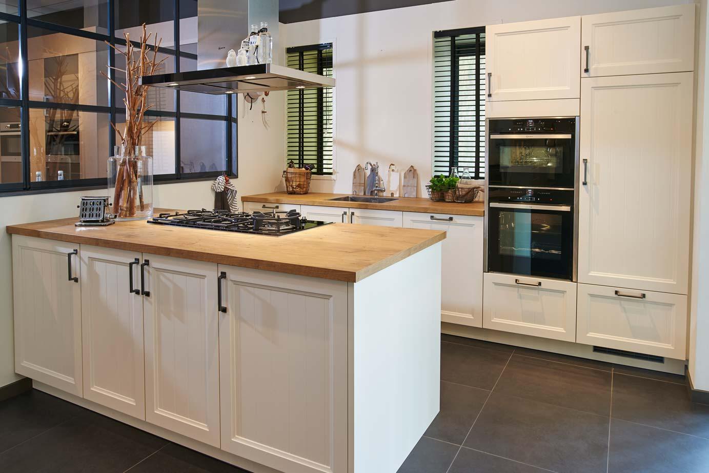 Goedkope Keuken Handgrepen : Landelijke keuken Met kookeiland DB Keukens