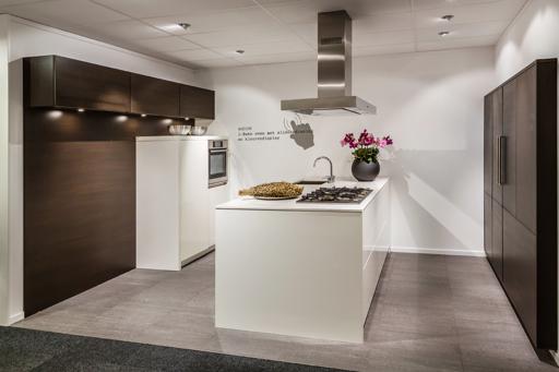 Showroomkeukens sla je slag met onze opruiming db keukens - Eiland in de kleine keuken ...