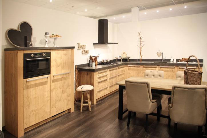 Veel keus in wonen landelijke stijl keukens db keukens - Centrale eiland prijzen ...