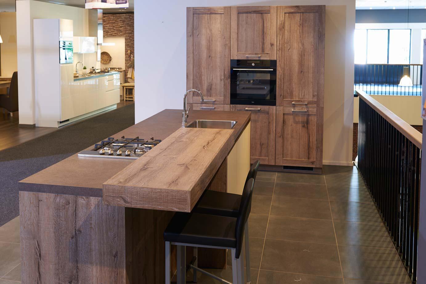 Keuken Met Gratis Montage : Modern in combinatie met hout. Incl. keukeneiland. – DB Keukens