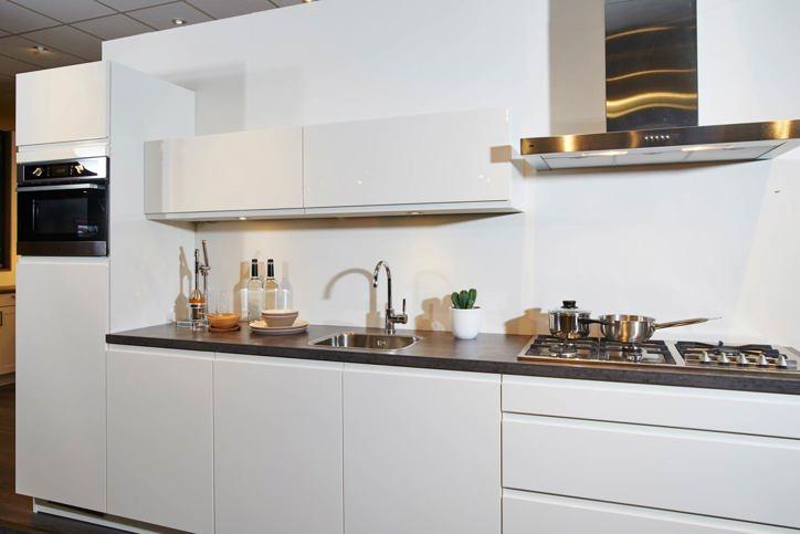 Moderne Wandtegels Keuken : Greeploze keuken strak en modern design db ...