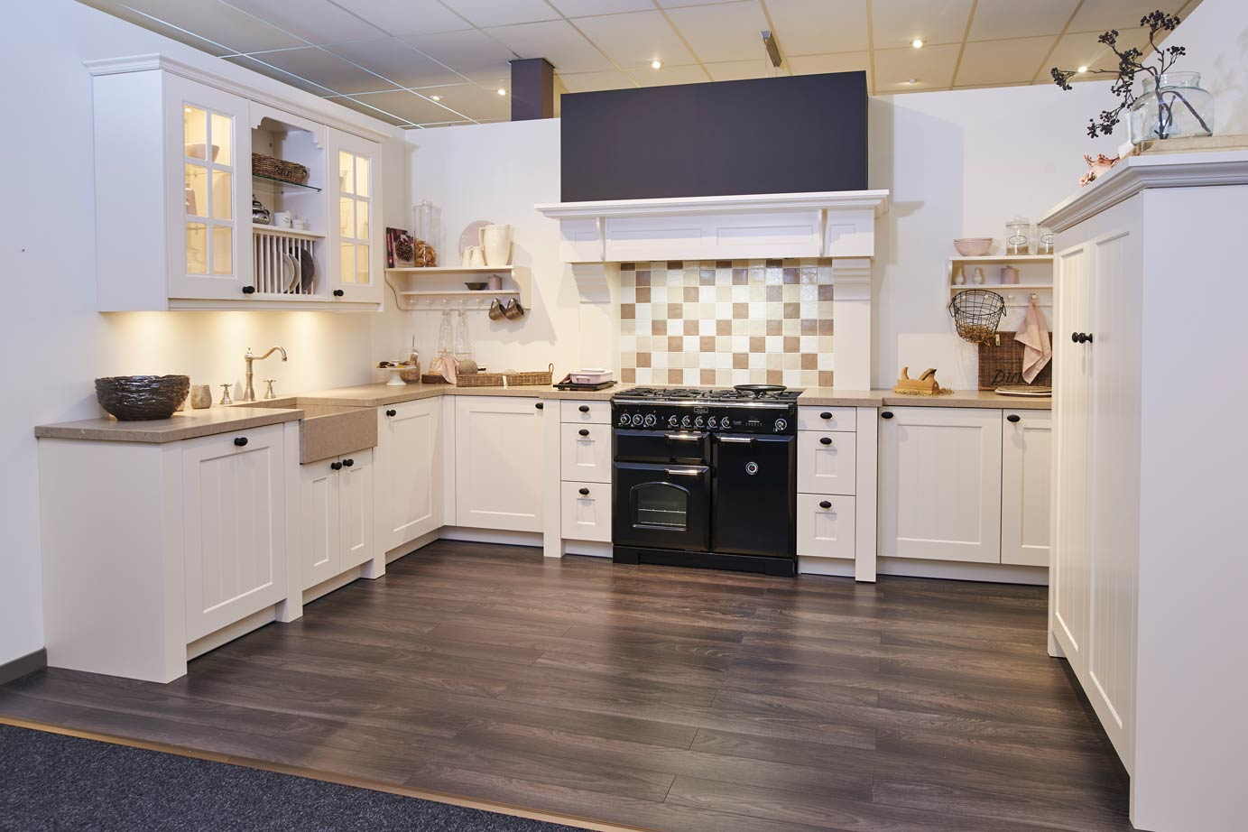 Landelijke Keukens Dampkap : Grote landelijke keuken met Falcon fornuis DB Keukens