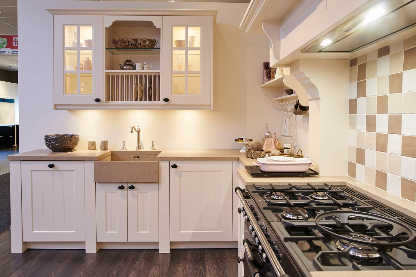 Grote landelijke keuken met Falcon fornuis DB Keukens