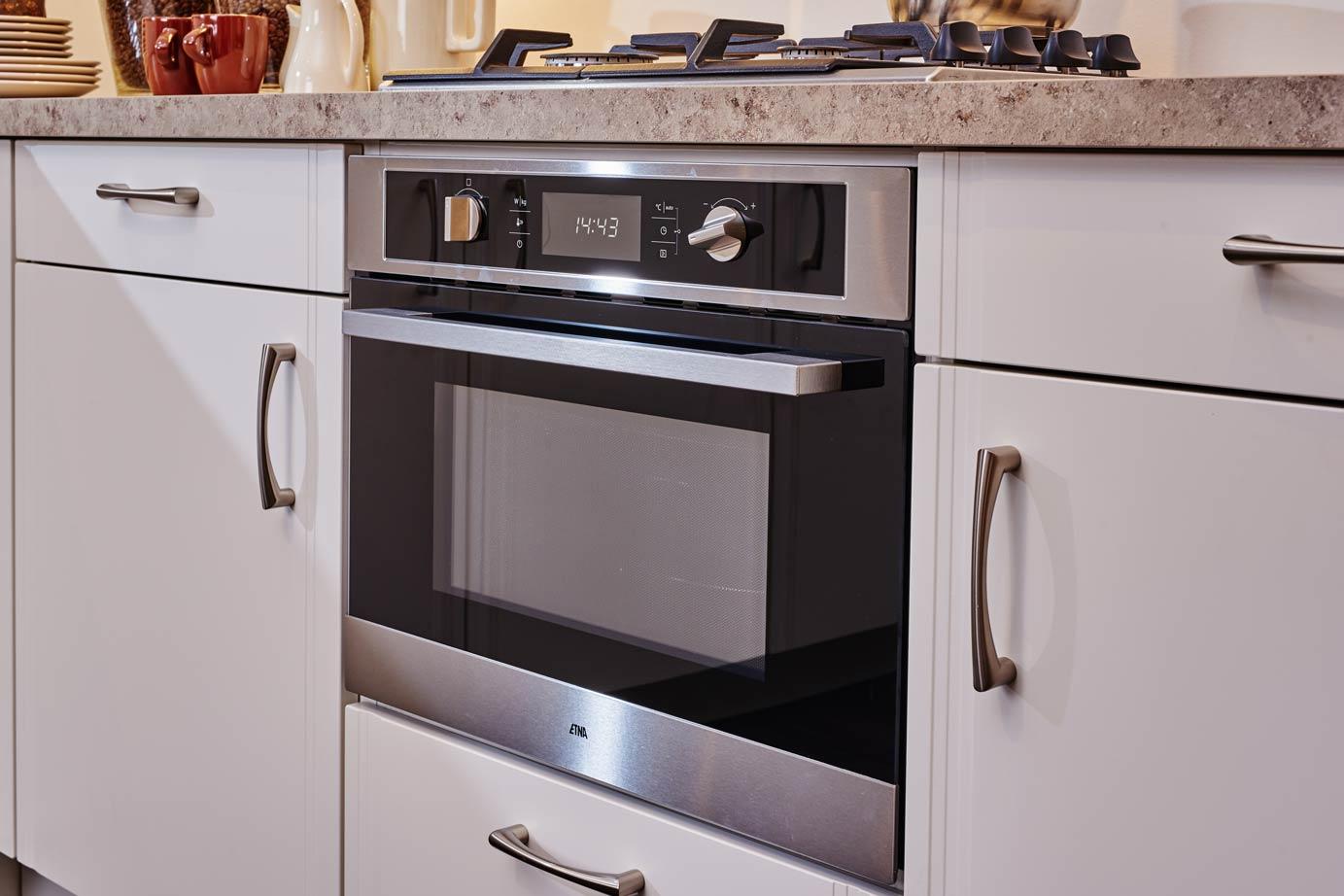 Goedkope Keuken Handgrepen : Tijdloze keuken met apparatuur voor lage prijs! DB Keukens