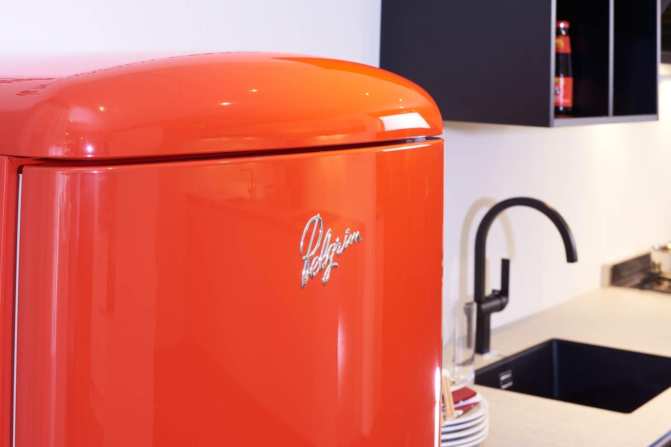 Moderne Keuken Kleuren : Moderne keuken met rode contrasten – DB Keukens