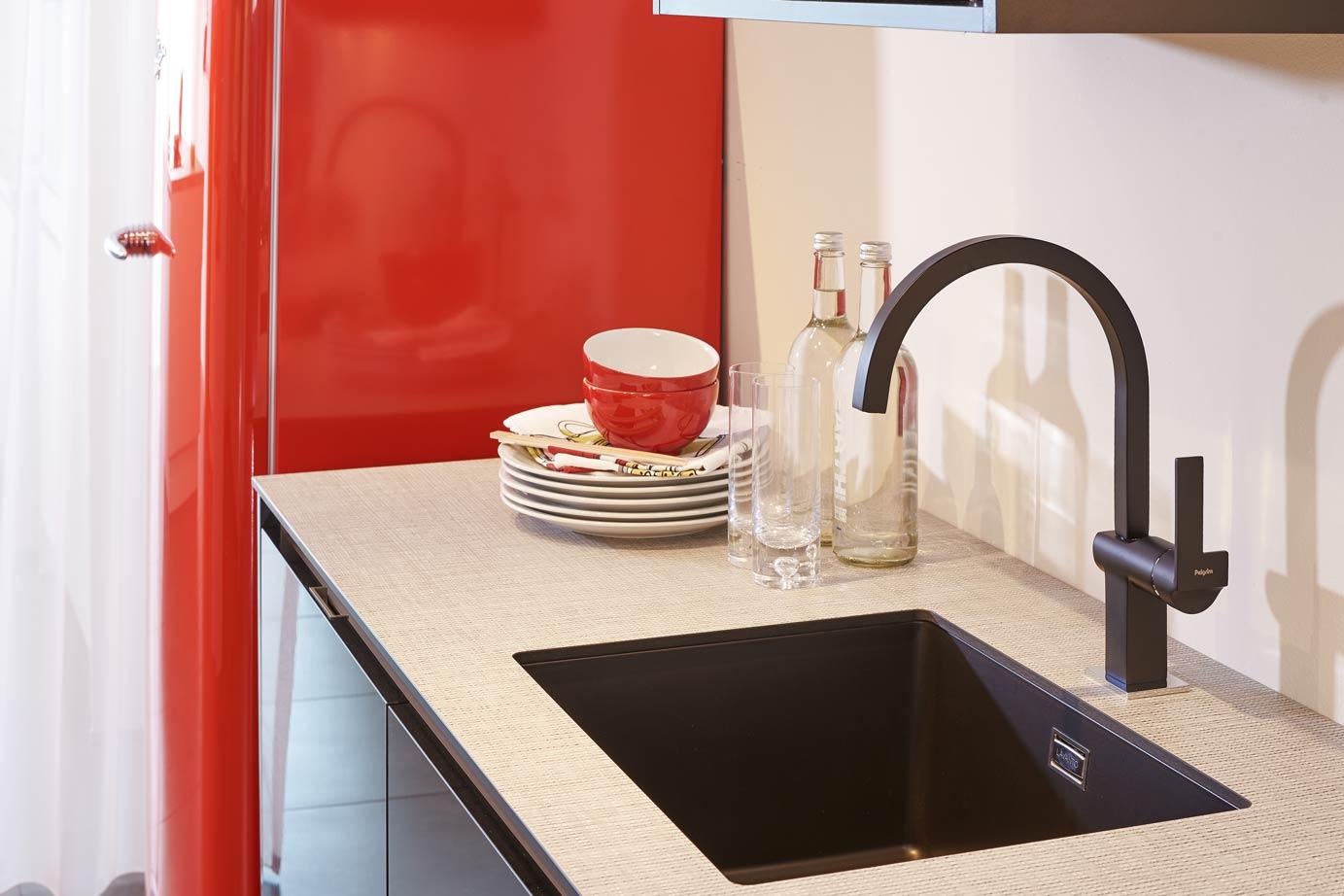 Rode Keuken Te Koop : Moderne keuken met rode contrasten – DB Keukens
