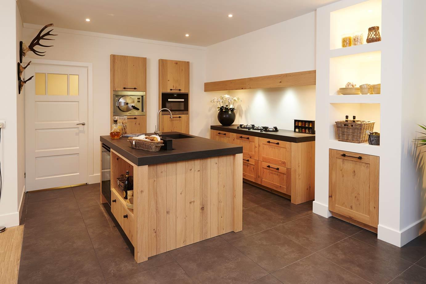 Van Hout Keukens : Houten keuken strak met ambachtelijk eiken db keukens