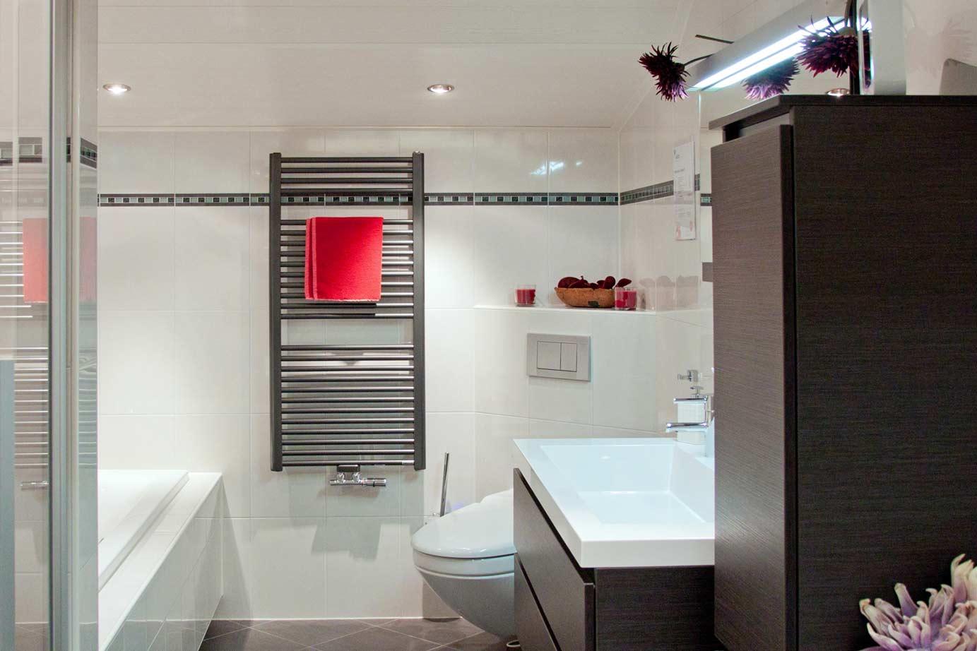 Badkamer Radiator Aanbieding : Meer weten of een design radiator lees informatie db keukens