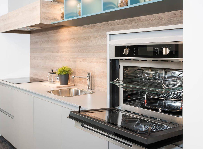 Grijze Moderne Keuken : Grijze keuken. inclusief etna apparatuur db keukens