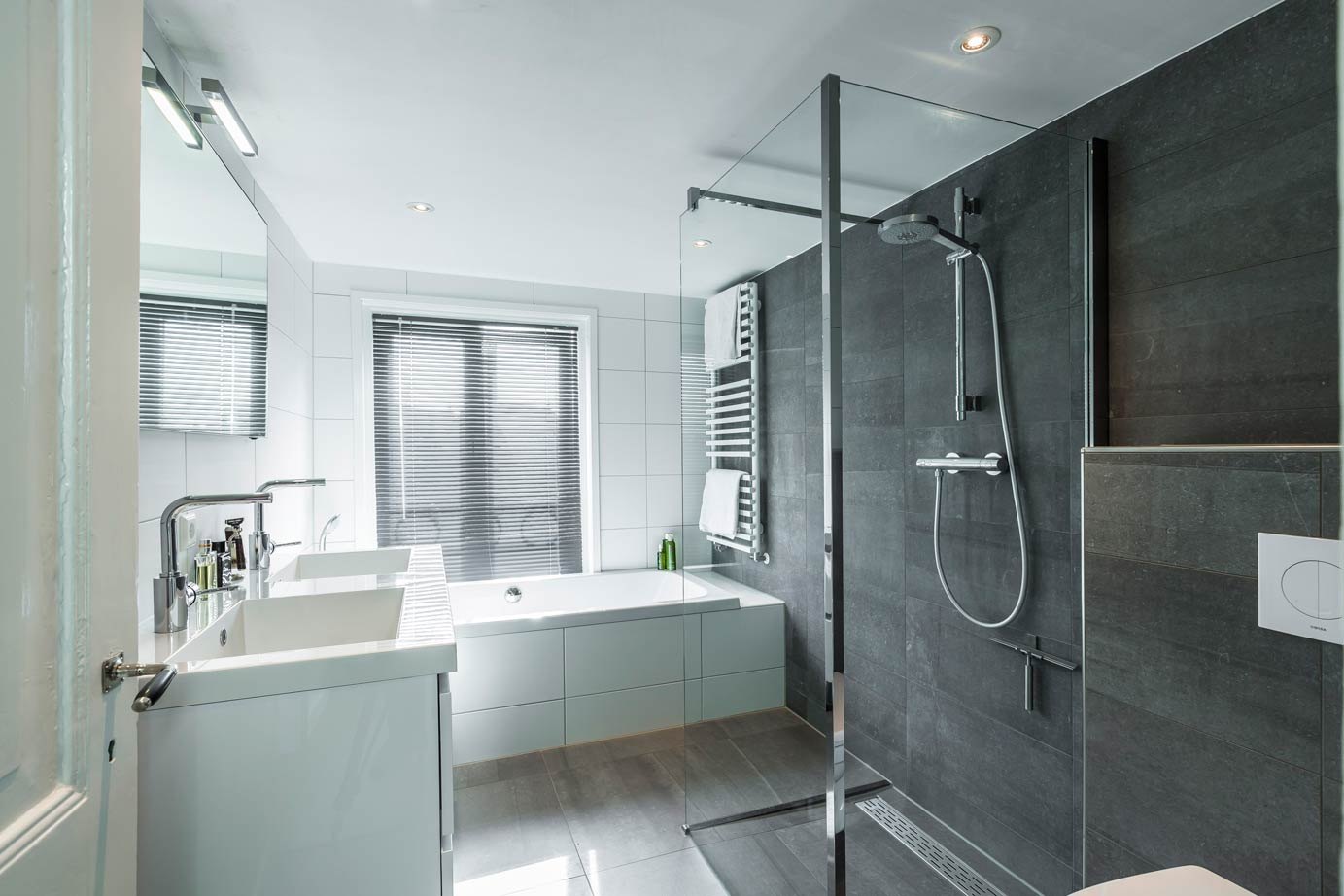 Badkamer En Keuken : Keuken en badkamer kopen utrecht lees klantervaring db keukens