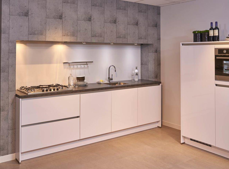 Hoogglans keuken scherp geprijsd van ons huismerk for Ouderwetse keuken te koop