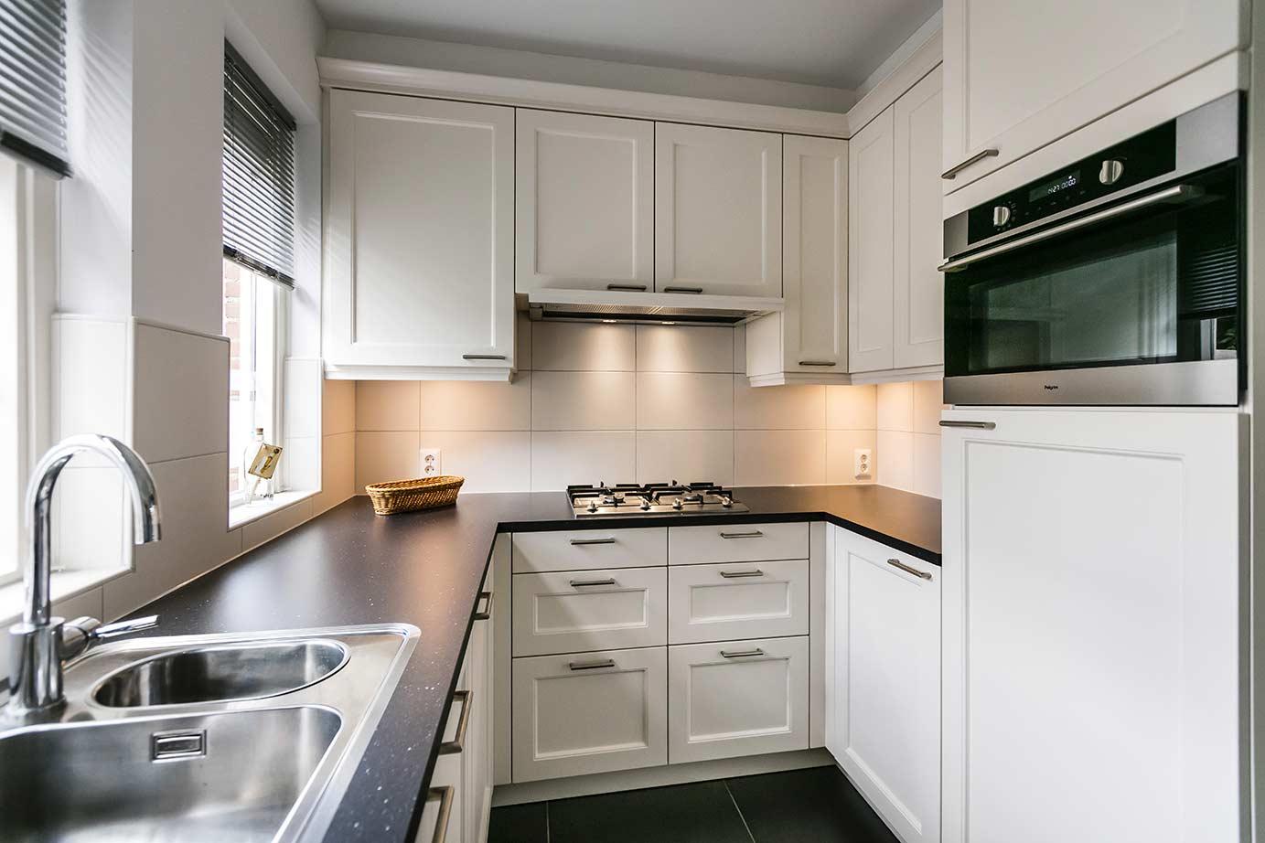 Kleine Keuken Voorbeelden : Kleine u keuken. Kleine witte landelijke keuken