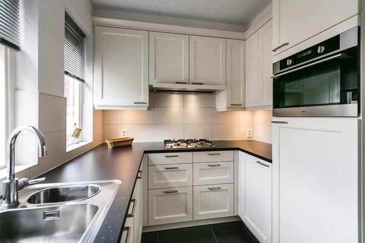 Kleine keuken kookeiland of hoekkeuken bekijk de mogelijkheden db keukens - Keuken klein ontwerp ruimte ...