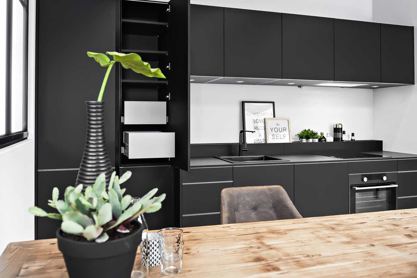 Strakke Zwarte Keuken : Zwarte keukens krijg inspiratie door vele voorbeelden db keukens