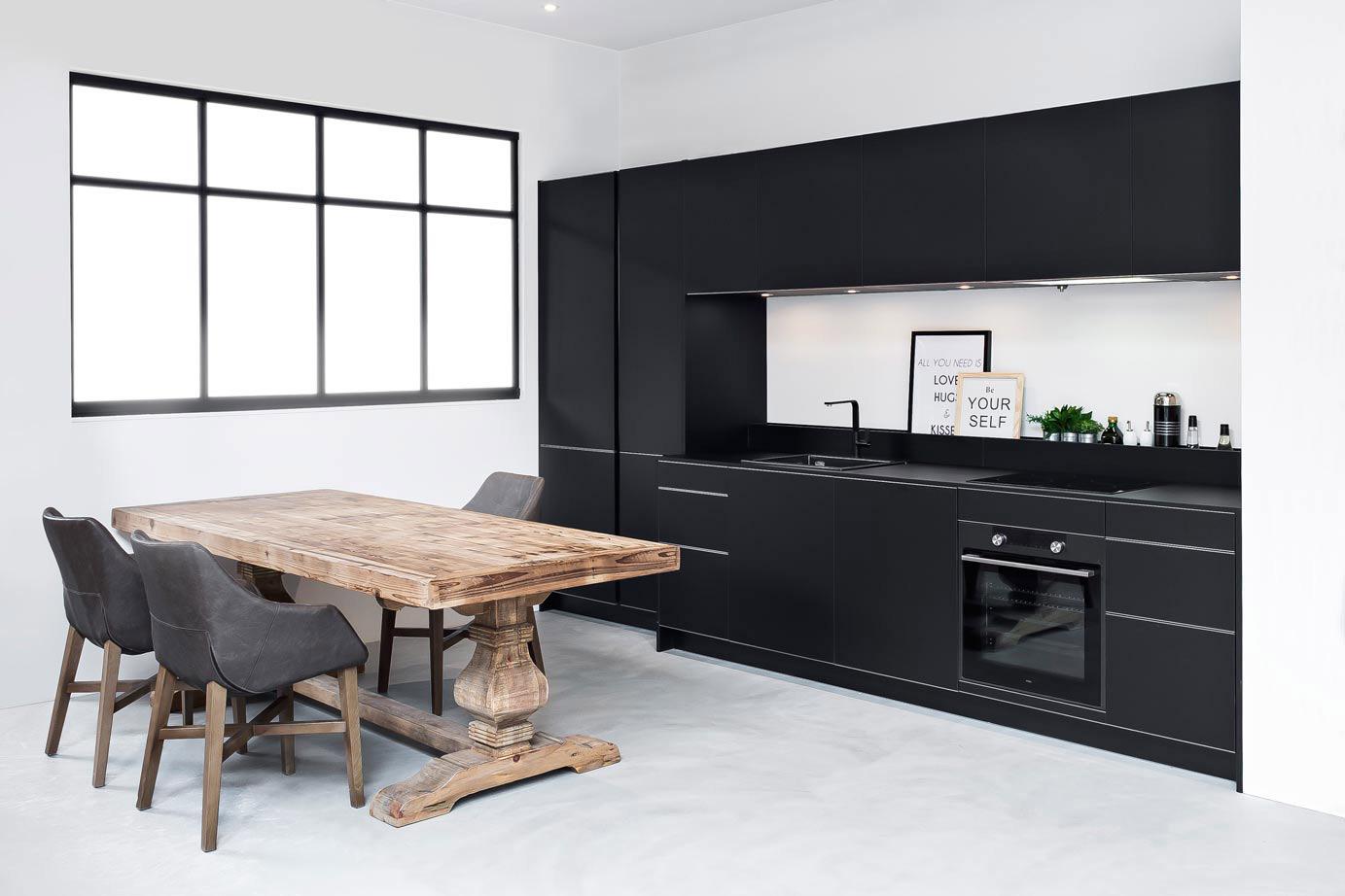Met Zwart Keuken : Zwarte moderne keuken in rechte opstelling db keukens