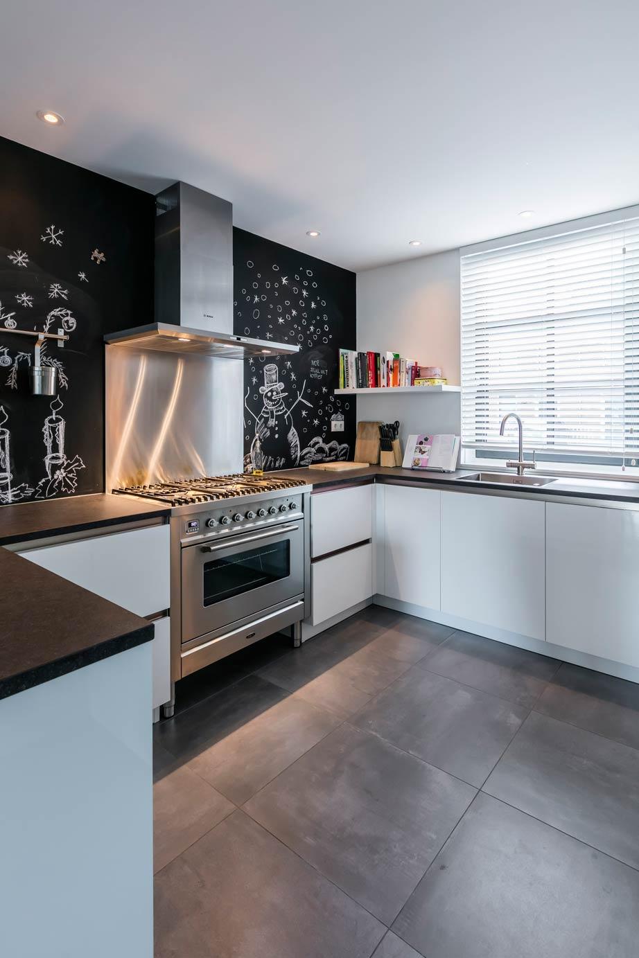 Moderne keuken en badkamer