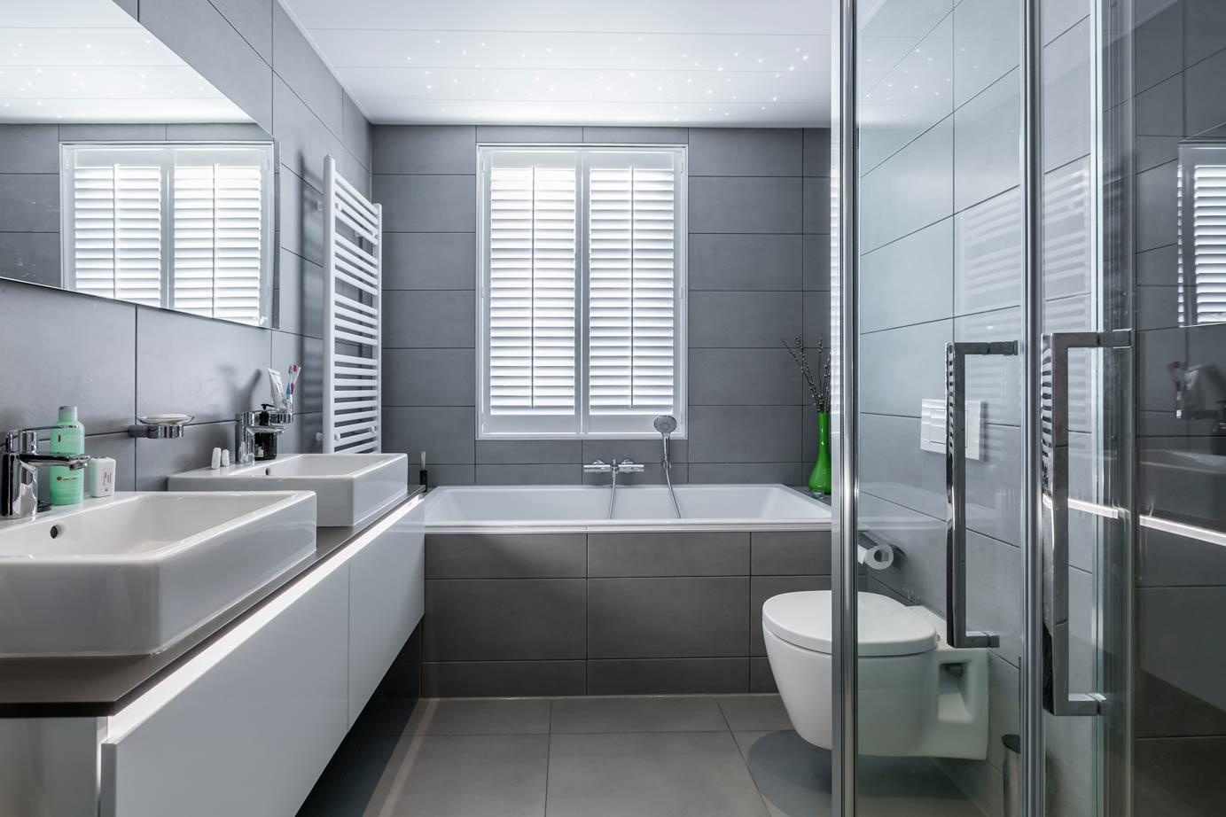 Tegels Badkamer Stroken : Wandtegels voor de badkamer en keuken db keukens