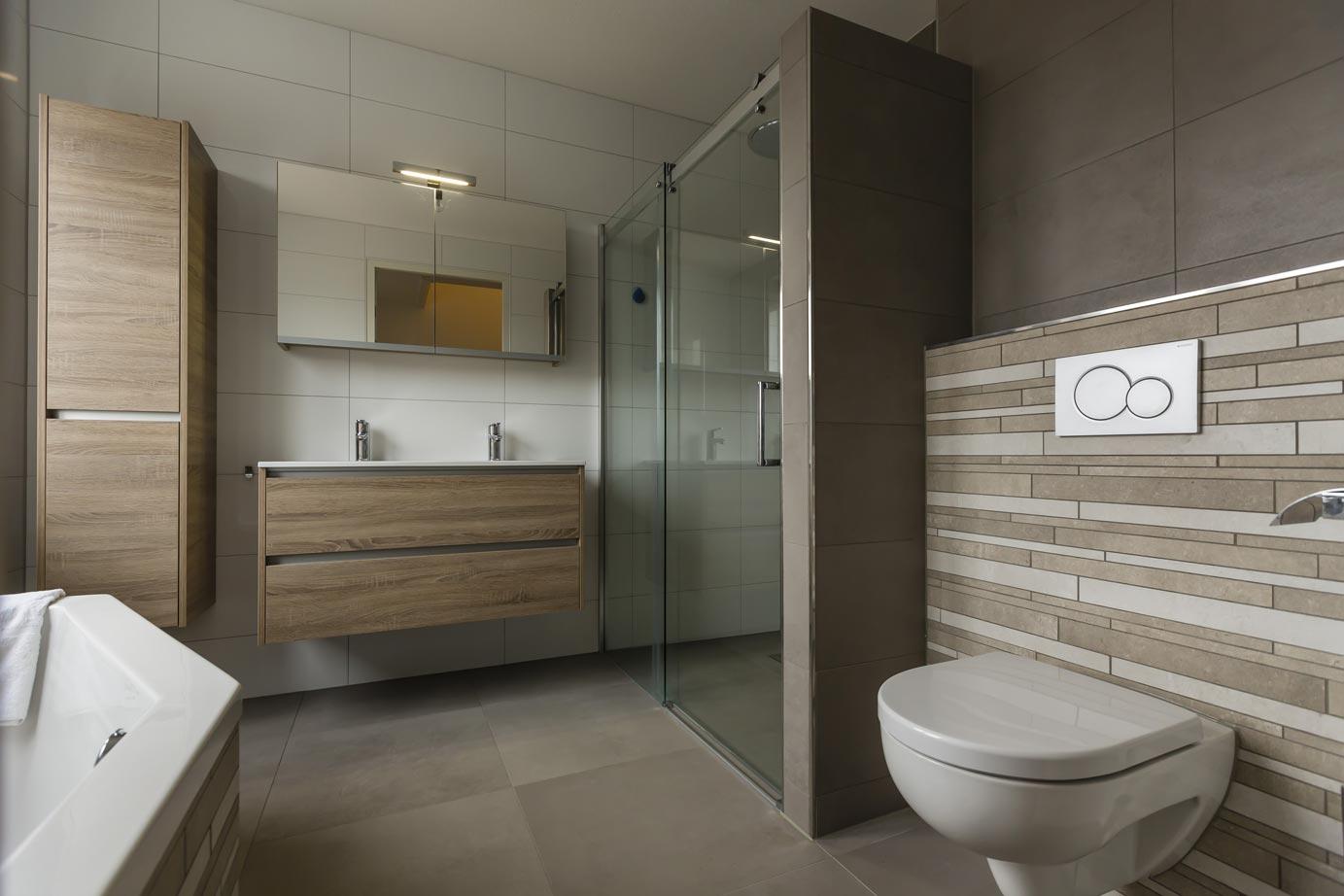 Vloertegels in badkamer zwart vloertegels badkamer promotie winkel voor - Wandtegels voor badkamers ...