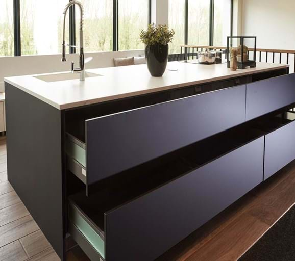 Zwarte piet keuken zwarte keukens bekijk vele voorbeelden en krijg - Center meubilair keuken ...
