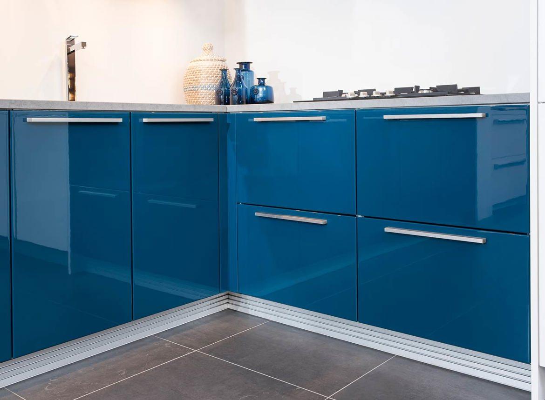 Moderne Blauw Keuken : Moderne hoekkeuken n51 db keukens