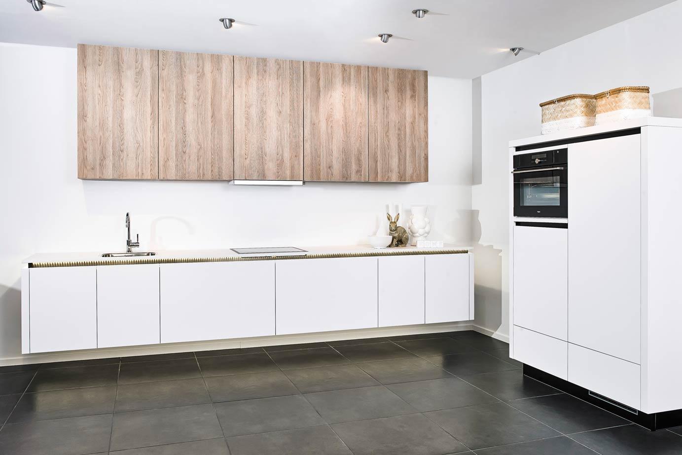 Kastenwand Keuken Moderne : Moderne witte keuken met kastenwand db keukens