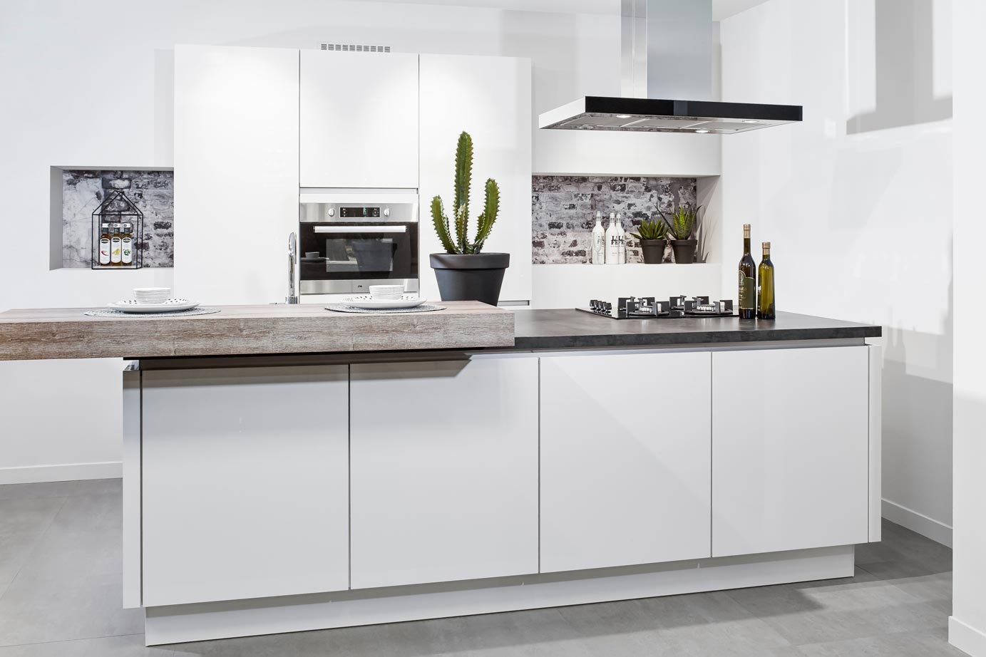 Greeploze Eiland Keukens : Moderne keuken met eiland DBasic line DB Keukens