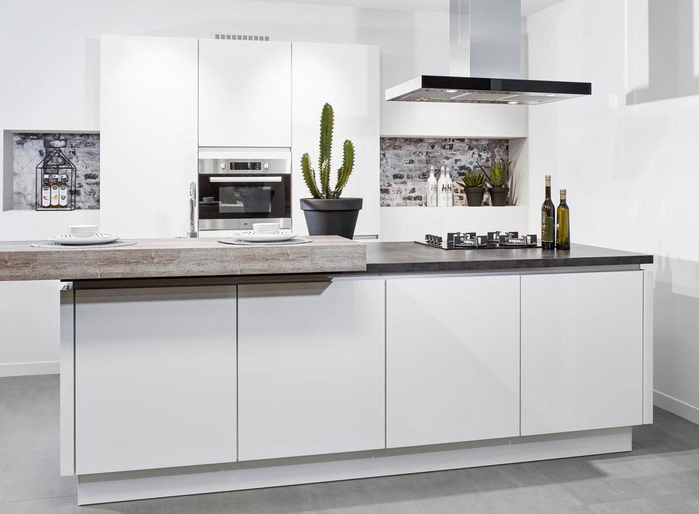 Moderne keuken met eiland dbasic line db keukens for Keuken eiland met eethoek