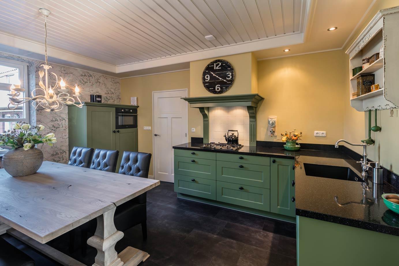 Tegels Groen Keuken : Hier een voorbeeld van tegel no geplaatst in een keuken