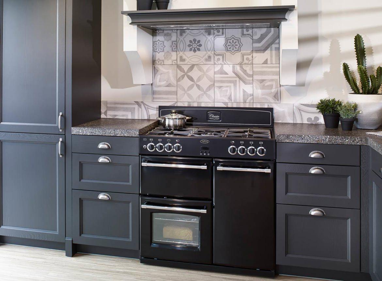 Beste Zwarte landelijke hoekkeuken met fornuis - DB Keukens MK-34